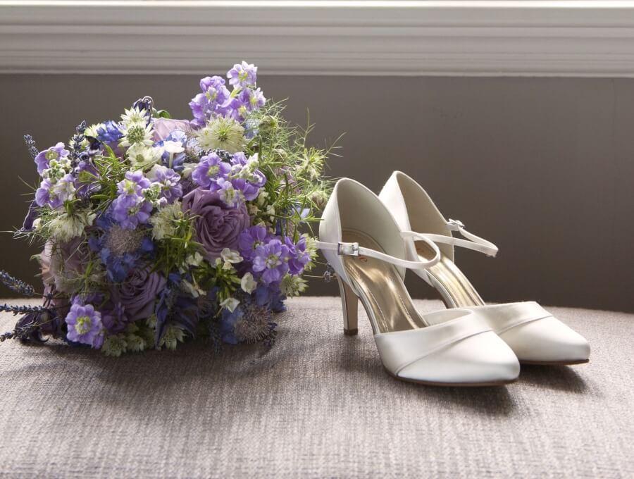 Spiegel, Spiegel an der Wand, wie finde ich die schönsten Brautschuhe im ganzen Land?