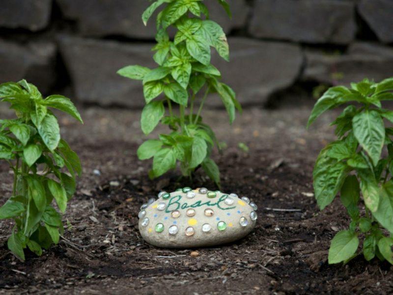 Ausgefallene Gartendeko selber machen Steine dekorieren
