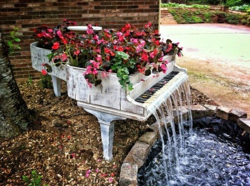 Ausgefallene Gartendeko selber machen Klavier Wasserspiel
