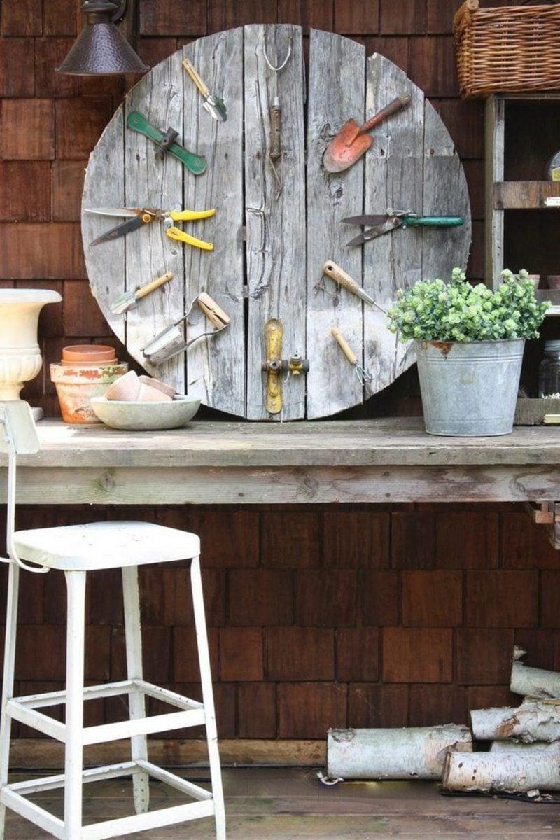 Gartenideen für wenig Geld Deko alte Werkzeuge
