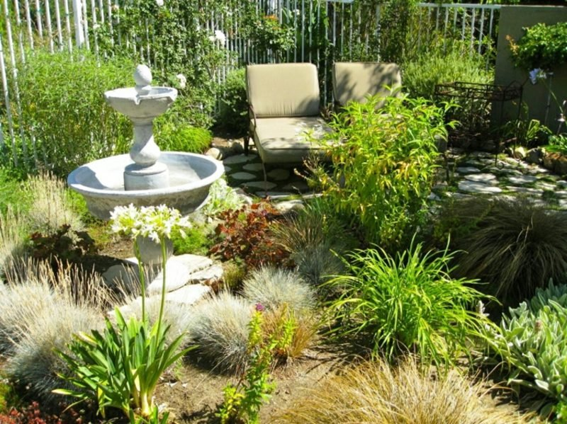 Gestaltung kleiner Garten Sitzecke Brunnen