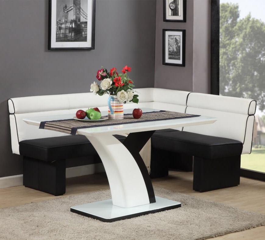 Setzen Sie auf ein Ensemble aus Weiß und Schwarz beim Sitzecke Einrichten