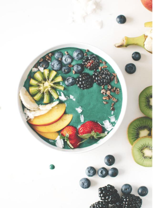 Farbenfrohe Frühstücksideen: Regenbogen in Schüssel