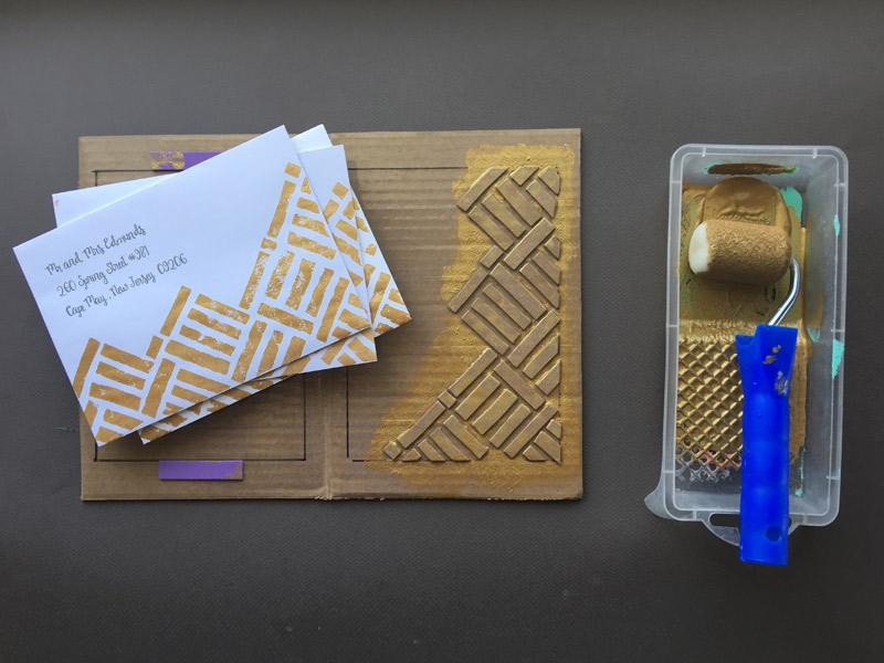 Gemusterte Briefumschlag und Hochzeitskarte basteln