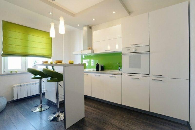 kleine Küchen einrichten Spritzschutz Glas herrlicher Look