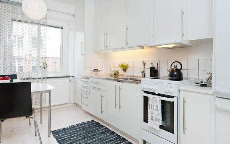 kleine Küchen moderne Designidee in Weiss