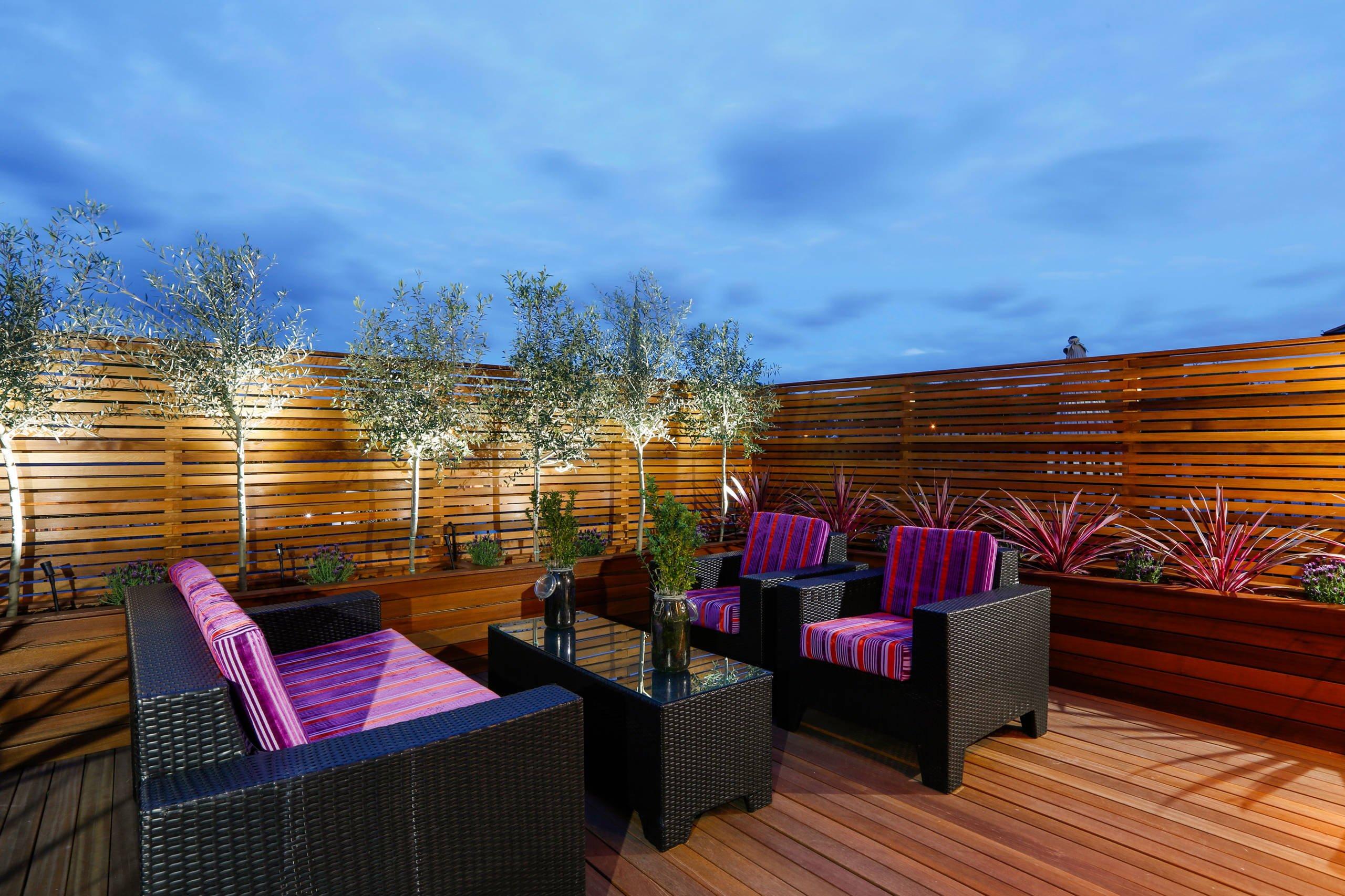 Moderne Terrassengestaltung: Die violette Farbe ist total angesagt im 2018