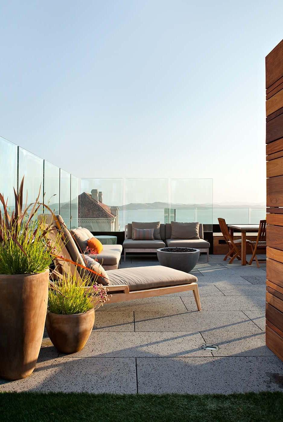 Betonen Sie den magischen Zauber Ihrer Dachterrasse mit atemberaubender Aussicht mit der richtigen Terrassengestaltung