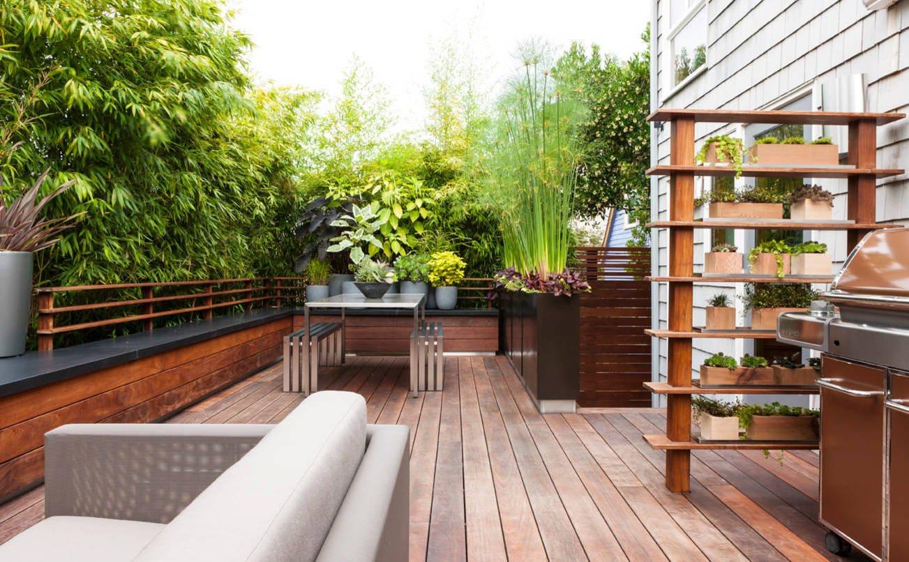 Terrassengestaltung Ideen mit schöner Bepflanzung