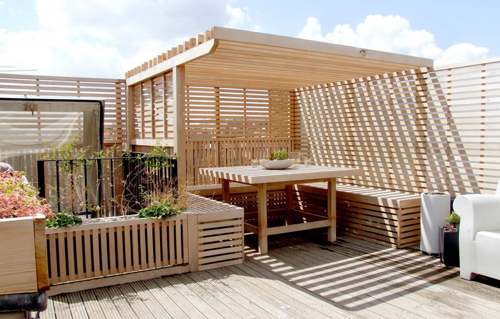Moderne Terrassengestaltung mit Holz