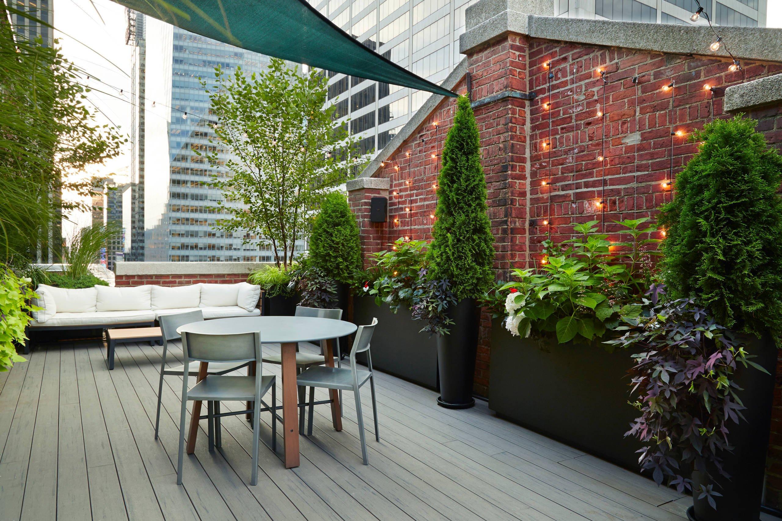 Das Licht spielt eine entscheidende Rolle für Wohlfühlen, wie die Terrassengestaltung