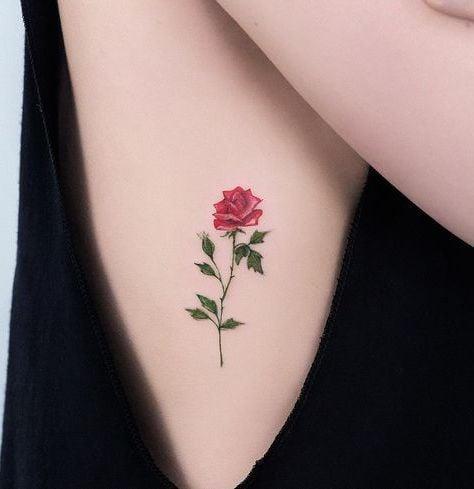 Rote Rose Tattoo für Frauen