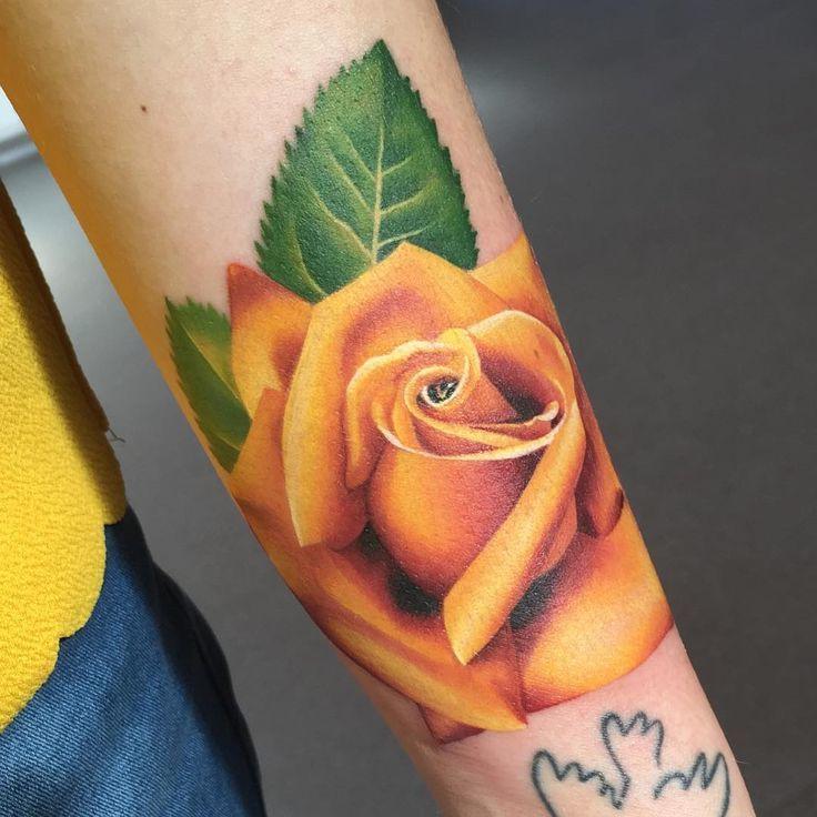 Glamouröse Ideen für Rosen Tattoo