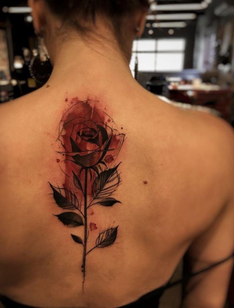 Die Bedeutung des Rosen Tattoos je nach der Farbe