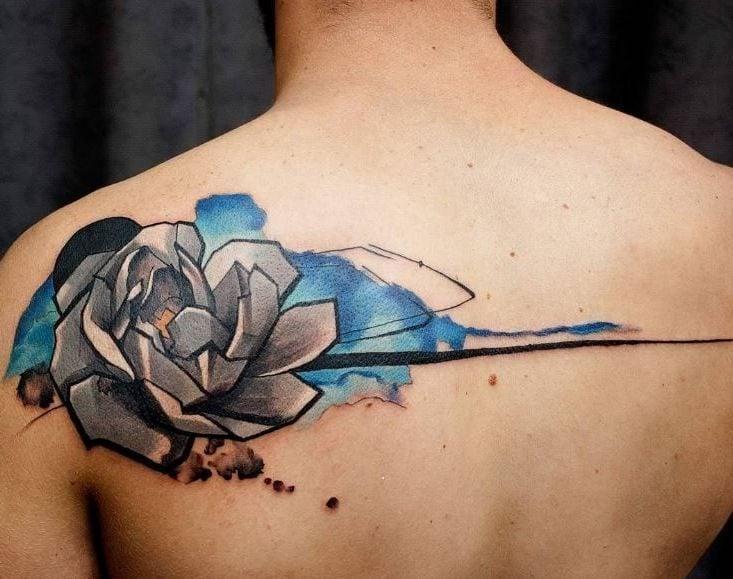 Eine tolle Idee für Blumen Tattoo Schwarz Weiß und Blau