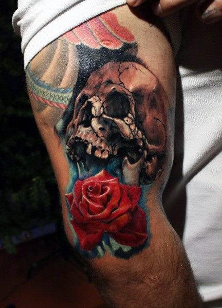 Totenkopf mit roten Rosen Tattoo Vorlagen Männer