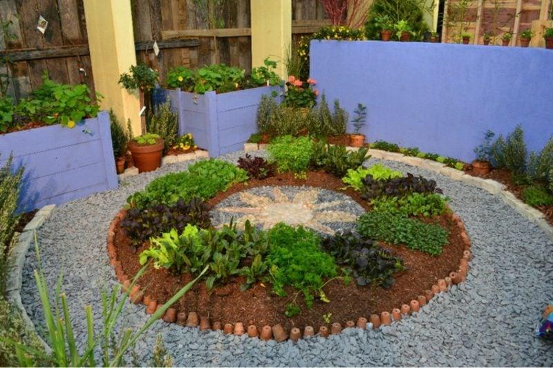 Gestaltung kleiner Garten runde Blumenbeete selber machen