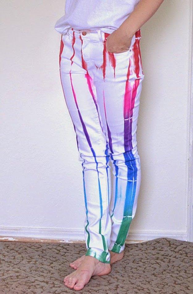 Färben Sie die alten Sommerhosen, um lustige bunte Hose für Sommer zu kreieren