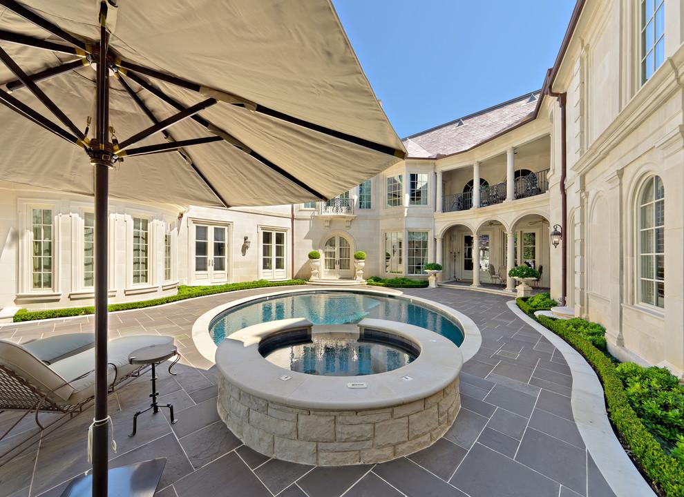 Sonnenschirm für den Innenhof