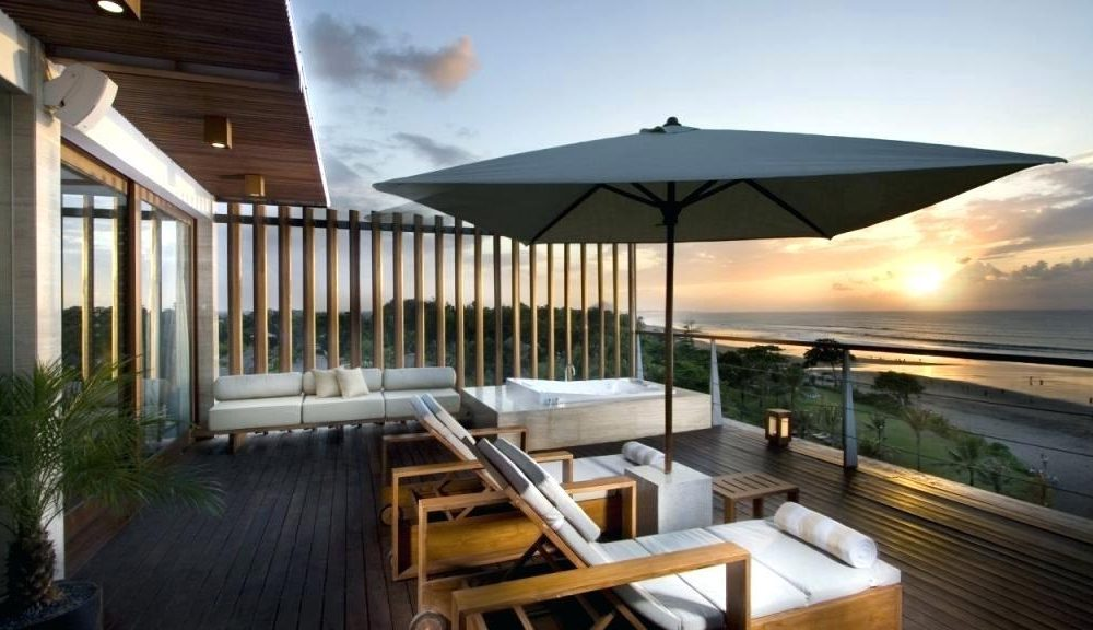 Finden Sie leicht Ihren Retter für die heißen Sommertage - der richtige Sonnenschirm für Balkon, so können Sie den ganzen Tag lang auf den Balkon verweilen.