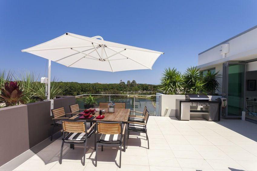 Der freihängende Sonnenschirm für Balkon