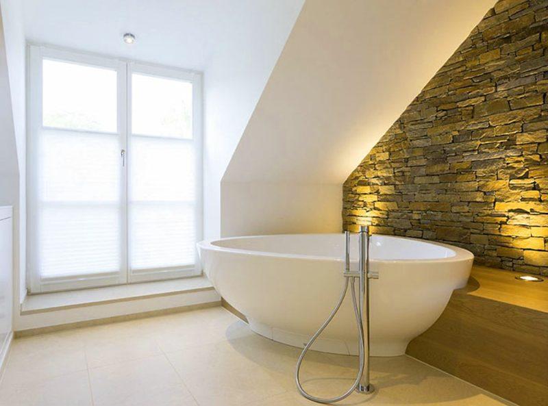 Bad ohne Fliesen Akzentwand Naturstein