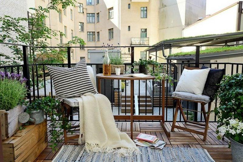 Balkongestaltung mit Pflanzen skandinavisch