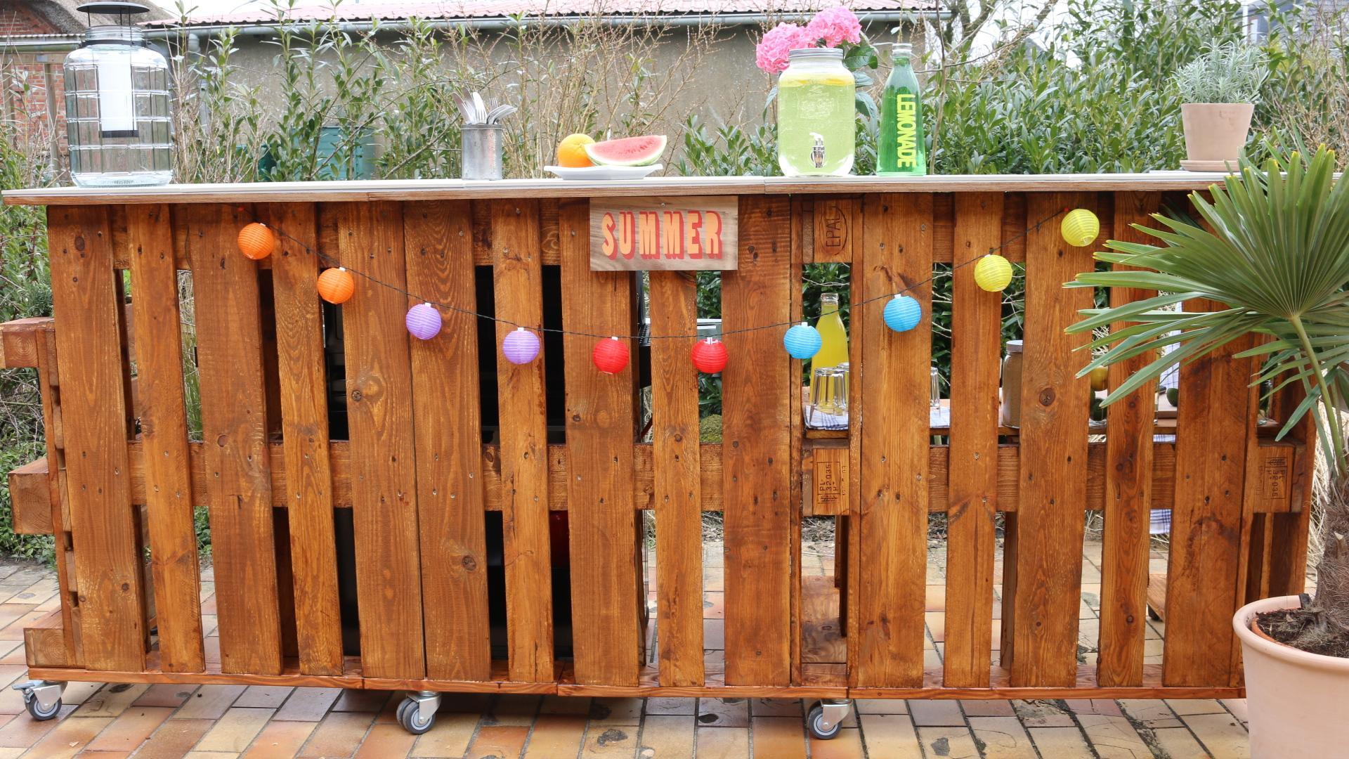 DIY Anleitung für einen Bar aus Paletten selber bauen