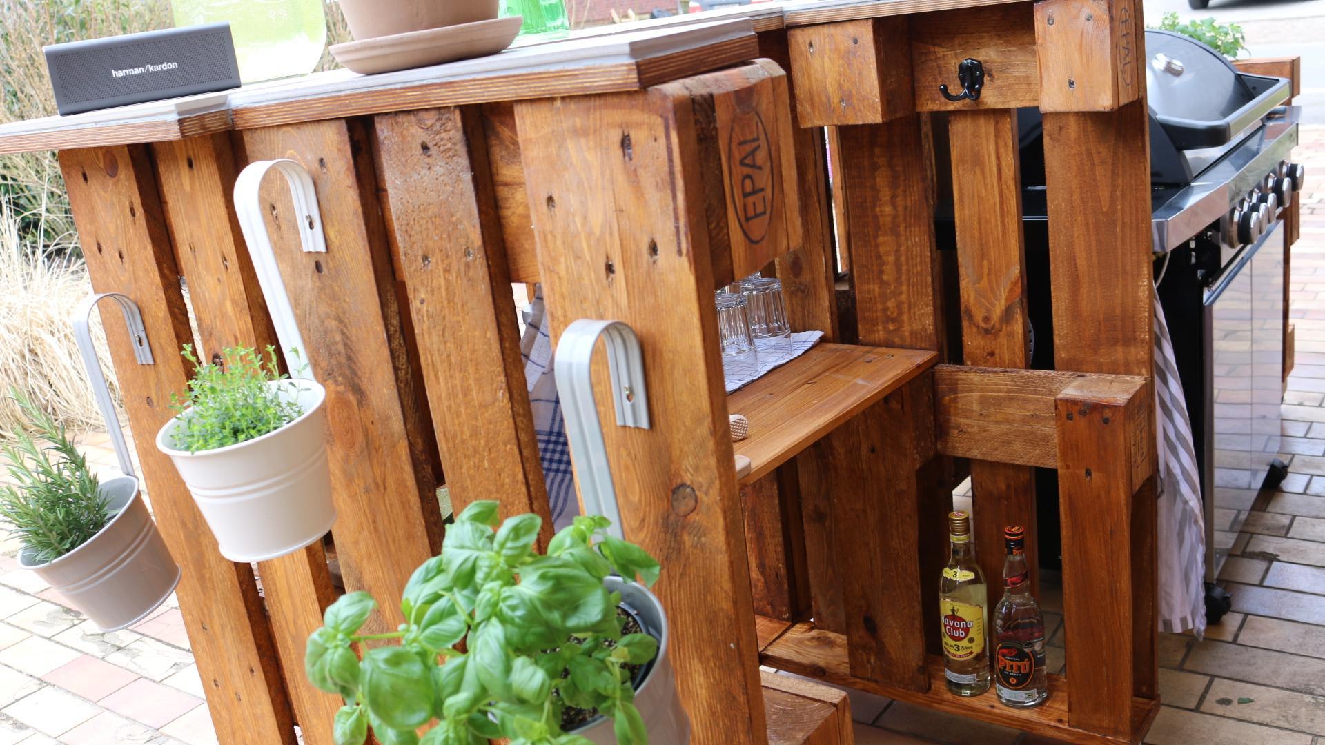 Garten Bar aus Paletten selber bauen