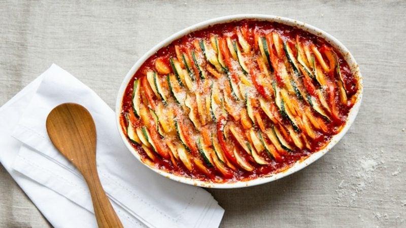 schnelle Rezepte ohne Kohlenhydrate Gemüseauflauf zubereiten