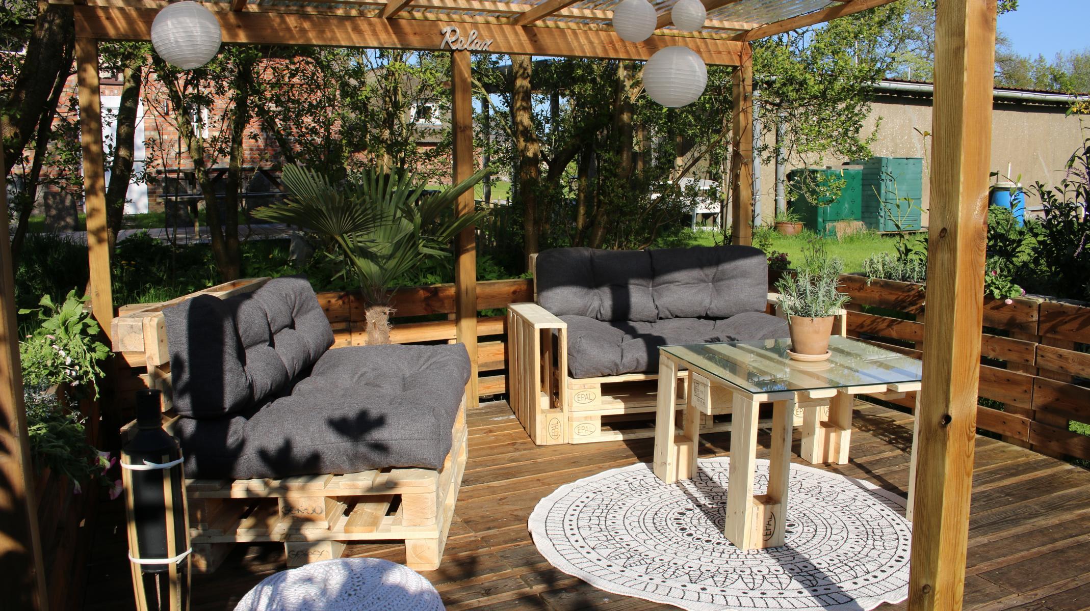 Paletten Lounge- Palettenkissen-Palettenmöbel