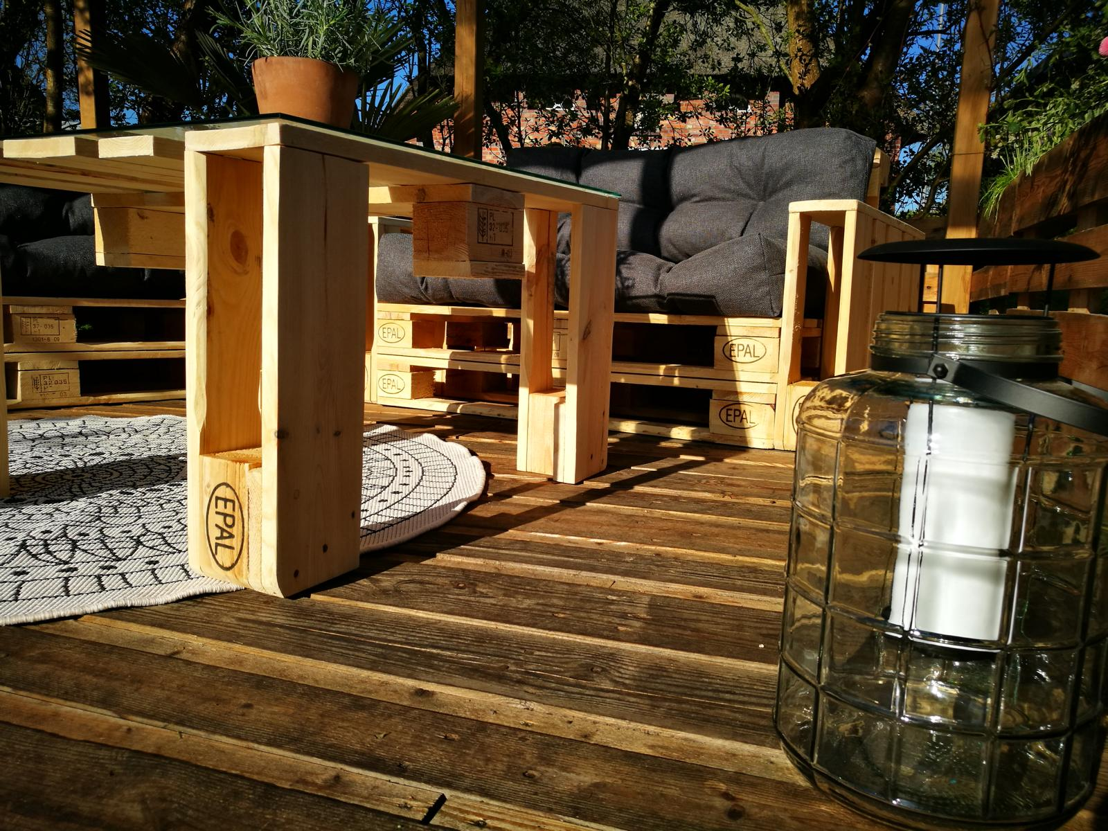 DIY Paletten Möbel mit Palettenkissen