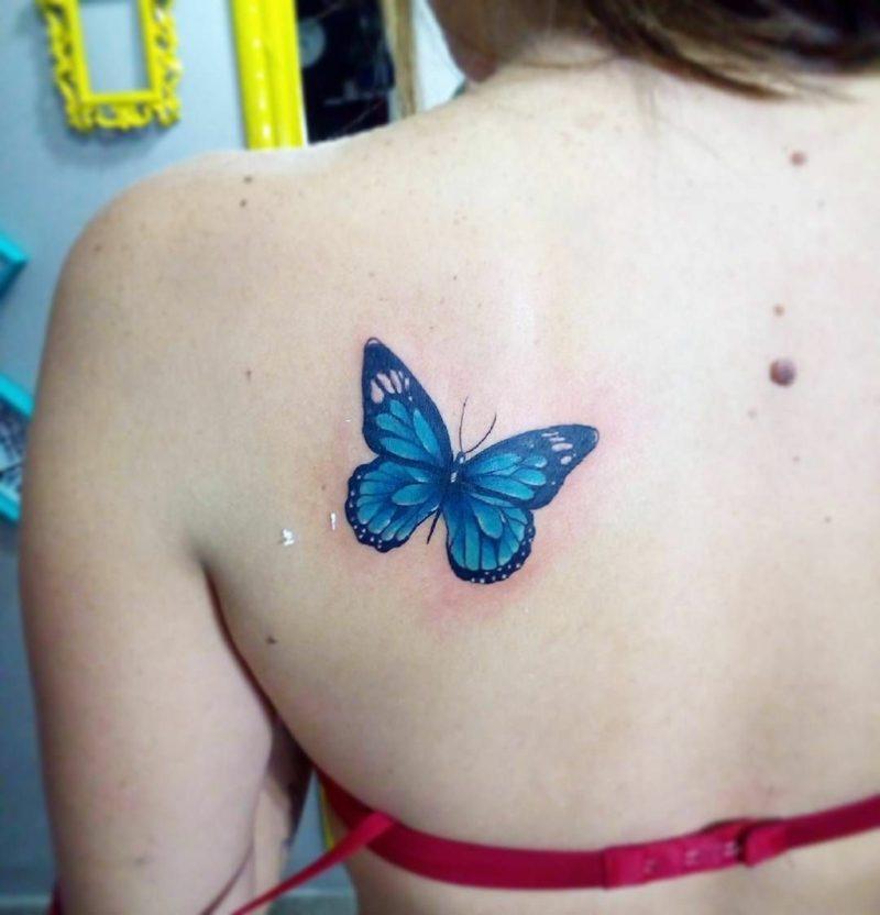 Aquarell Tattoo Schmetterling blau Schulter zart und weiblich
