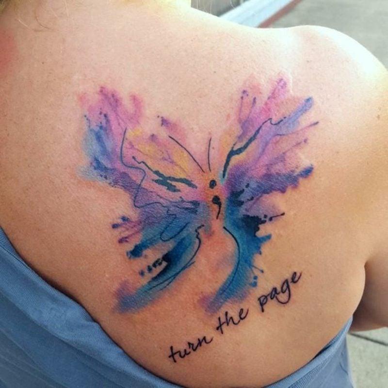 Aquarell Tattoo Schmetterling Schulter mit Schrift