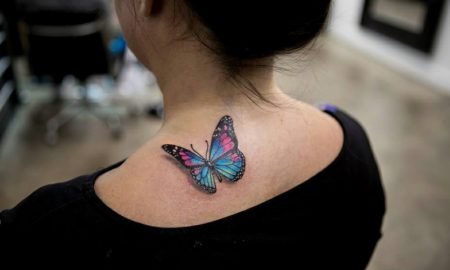Aquarell Tattoo Schmetterling am Schulter