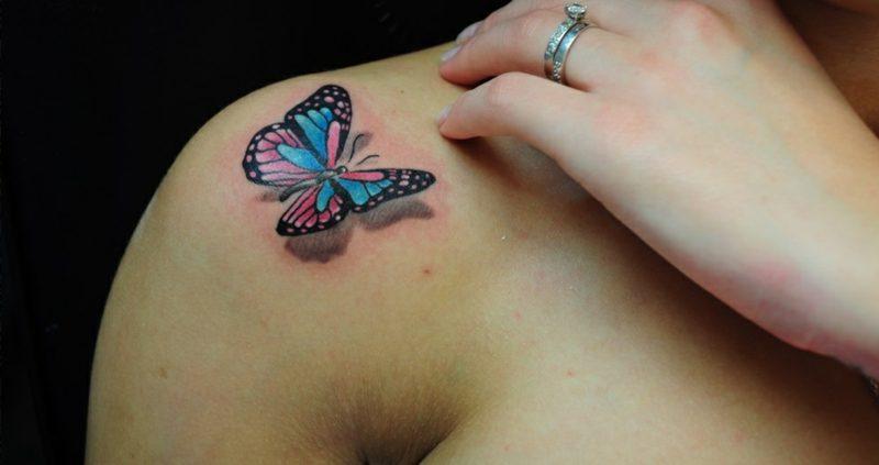 Aquarell Tattoo Schmetterling Schulter realistisch 3D Optik