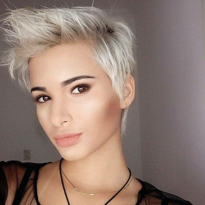 Haare weiβ färben moderne kurze Frisur