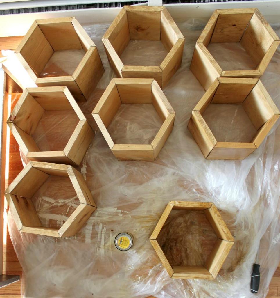 Tolle Hexagon Crafts: ein ausgefallenes Schuhregal selber bauen