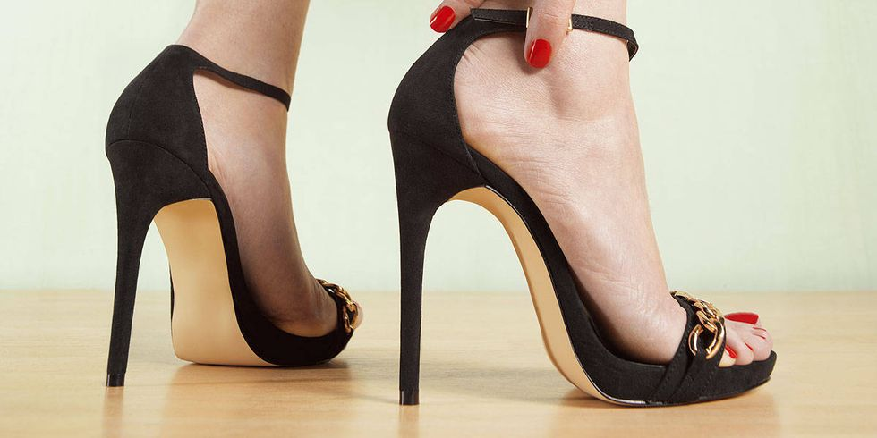 Mit dem Sommer kommt die Zeit zusammen, ein Paar schöne Sandaletten anzuziehen. Eines vorweg: Sollen Sie die Fußnägel lackieren! Sammeln Sie hier tolle Inspirationen!