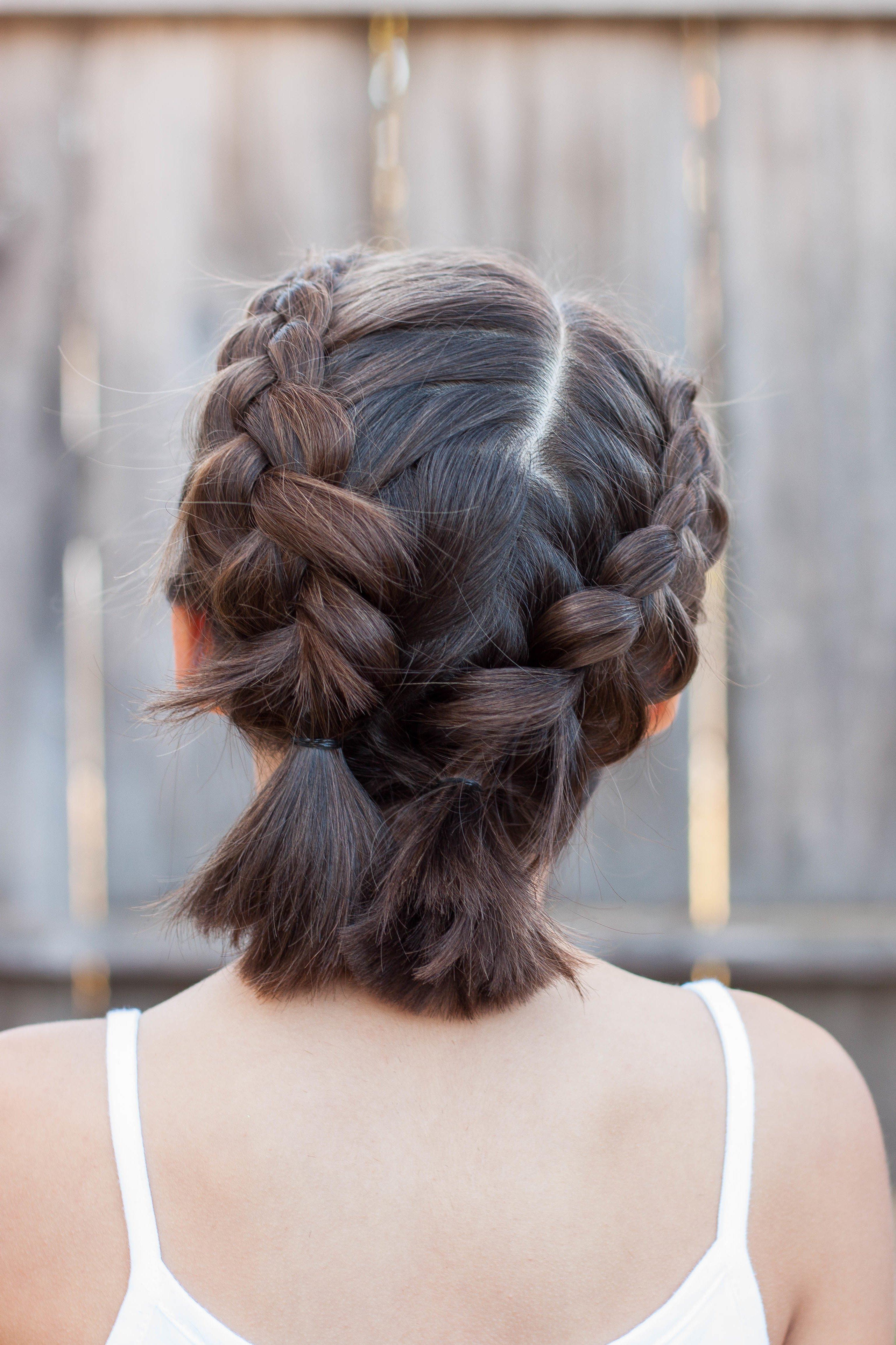 Tolle Inspiration für schulterlange Haare flechten: Bauernzöpfe für dunkle Haare