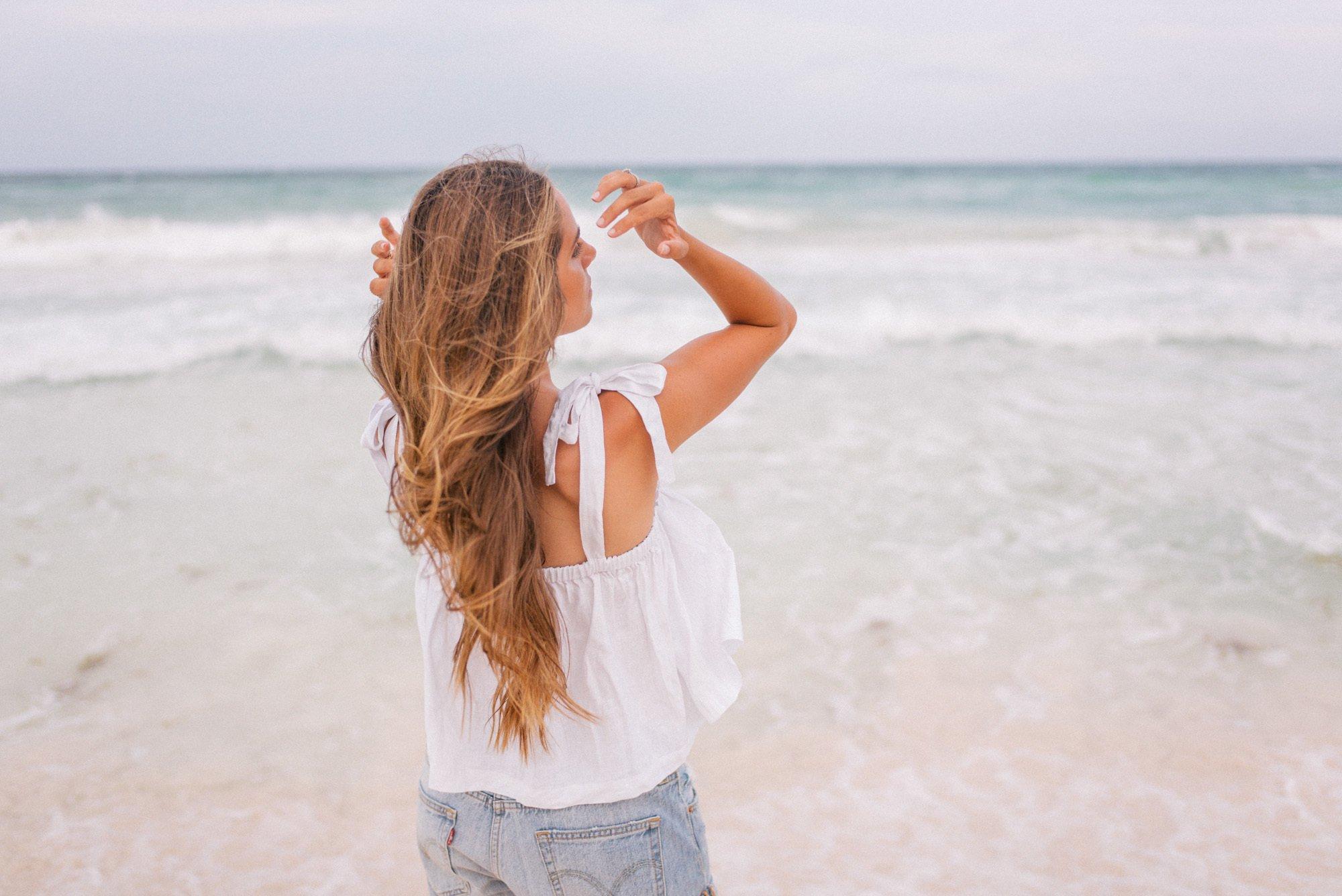 Glänzende Haare im Sommer