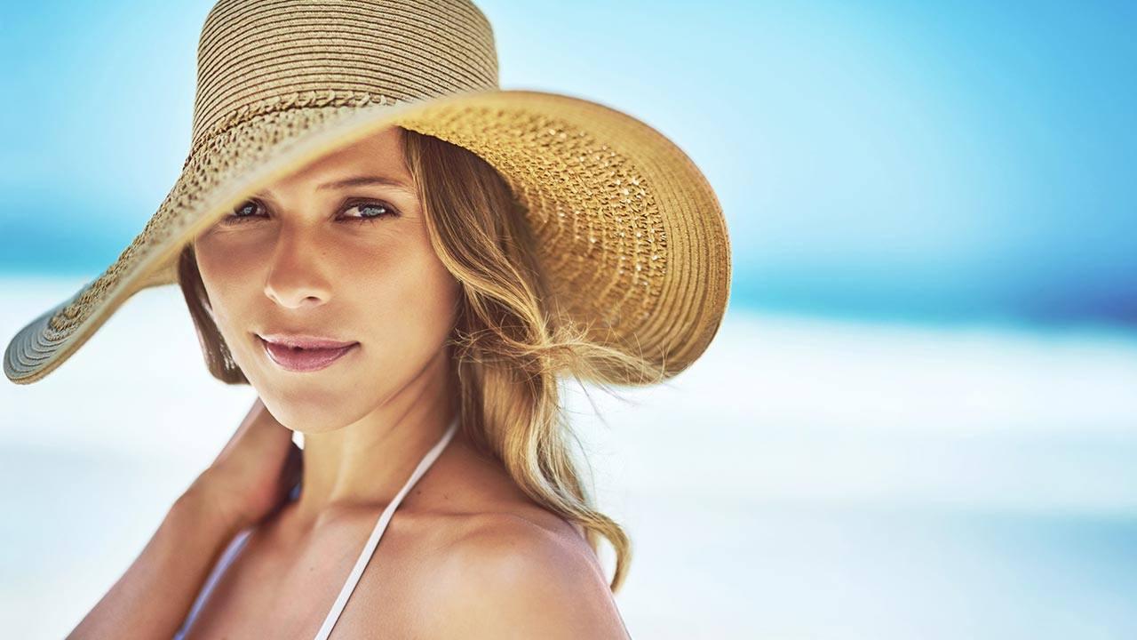 Richtige Haarpflege für den Sommer: Tipp 1: Einen Hut durch den Tag tragen