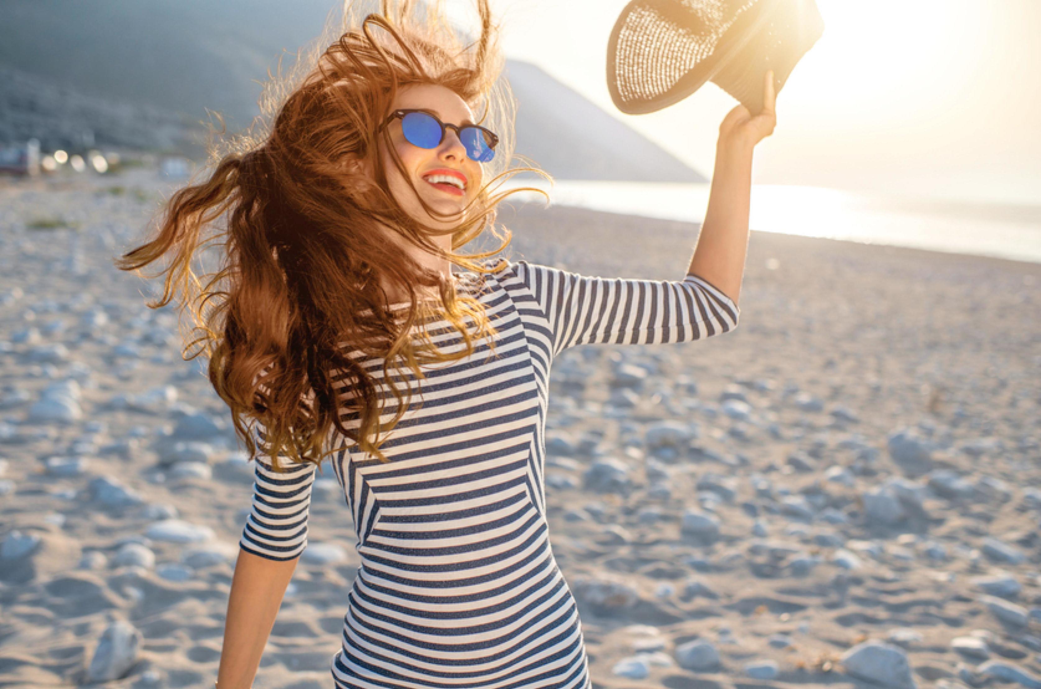 Haarpflegeprodukte regelmäßig im Sommer verwenden