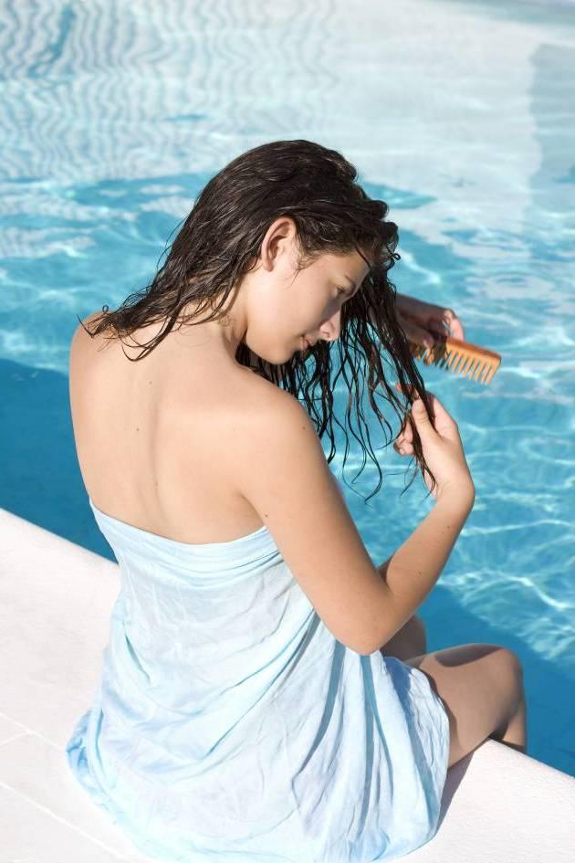 Richtige Haarpflege für den Sommer: Haare richtig kämmen