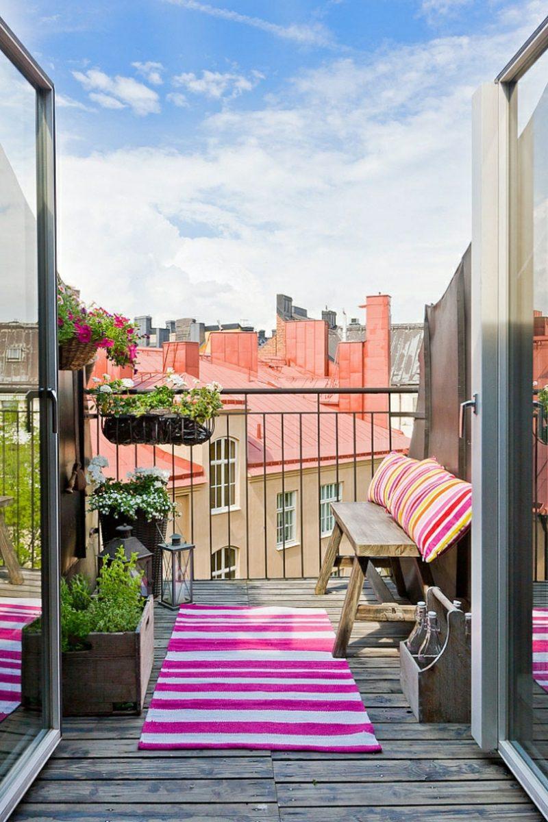 Balkongestaltung mit Pflanzen kleiner Balkon Sitzbank