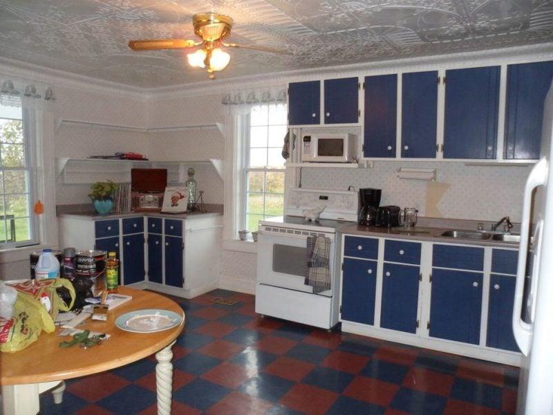Die Fronten in der Küche streichen: Vorher