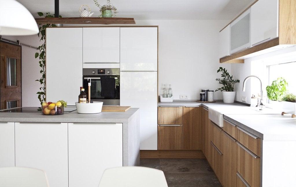 Die klügste und kostengünstige Lösung, der Küche einen neuen Look zu verleihen, ist das Küchenfronten Erneuern. Lernen Sie hier ein paar Kniffe.