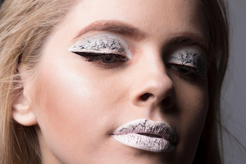 Marmor Lippenstift und Lidschatten auftragen