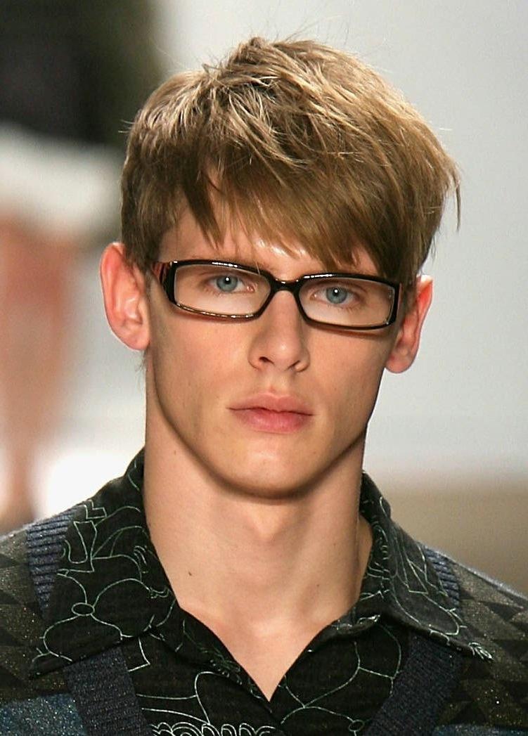 Männerfrisuren 2018 im Überblick: Kurzhaarfrisuren 2018 für Brillenträger