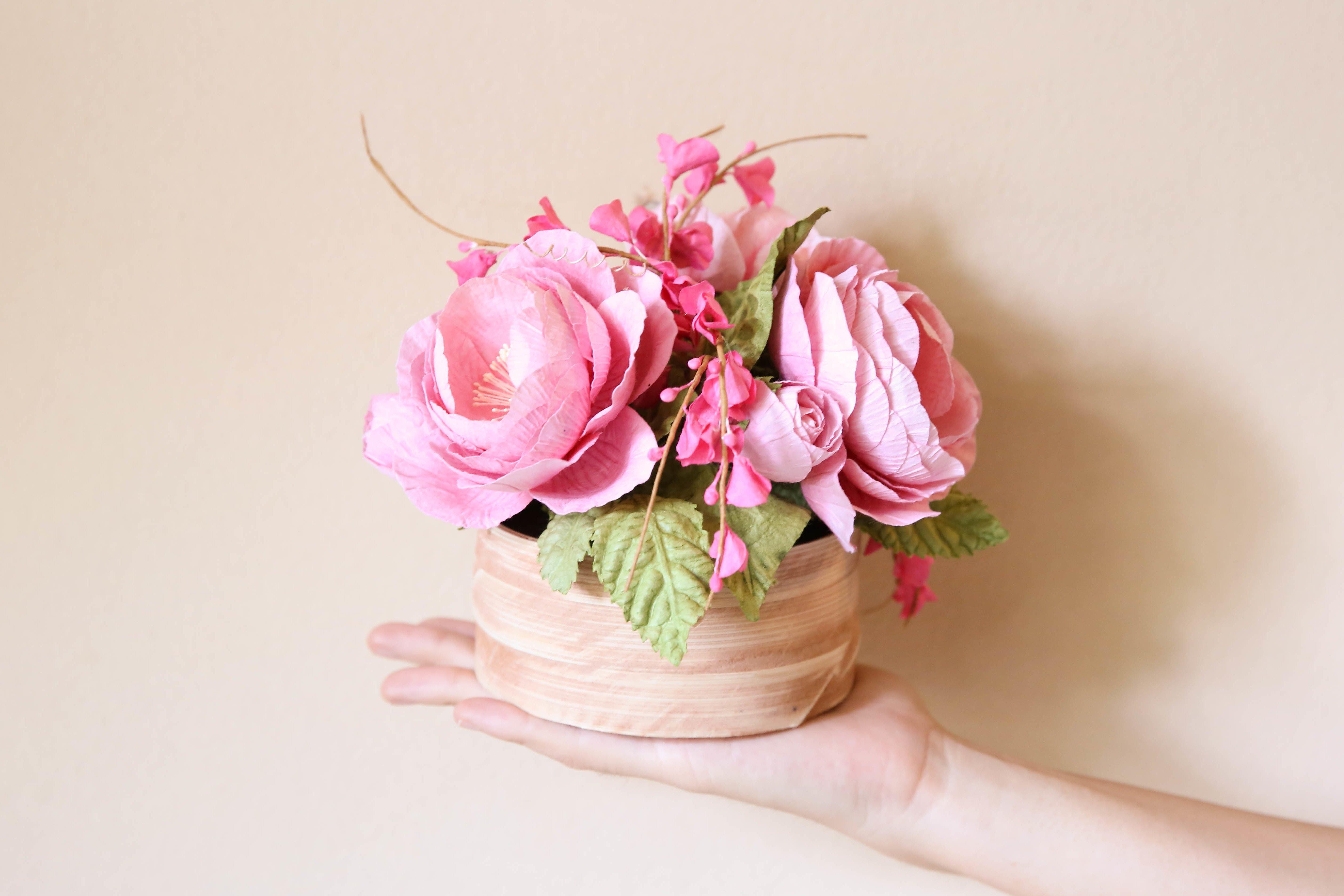 Bastelanleitungen für Zuhause: Blumen aus Krepppapier